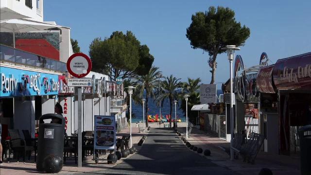 """Stațiunile din Spania preferate de turiștii britanici sunt goale. """"O ducem rău, destul de rău"""""""