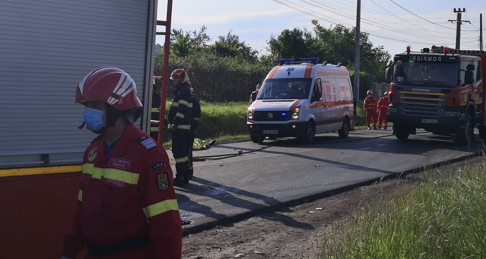 Accident grav în Dâmbovița. Două persoane au murit, iar mai mulți copii au fost răniți