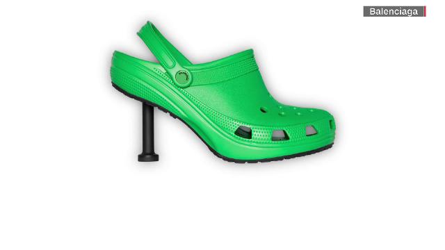 Balenciaga a creat o pereche de crocși cu toc. Cât costă perechea de pantofi atipică