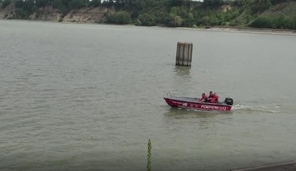 O femeie a căzut într-un lac, iar trupul său este căutat de trei zile