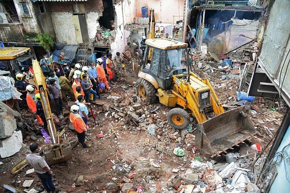 Tragedie în India. Cel puțin 11 morţi în urma prăbuşirii unei clădiri în oraşul Mumbai