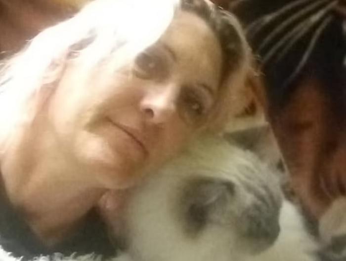 O tânără mamă a fost atacată şi ucisă de trei câini, în timp ce se afla într-o vizită