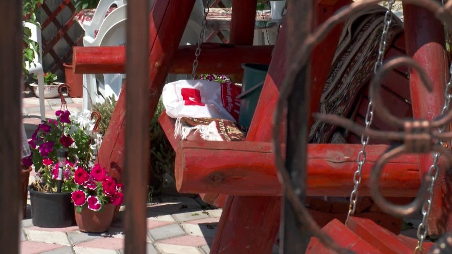 Doi soţi din Argeş au fost găsiţi morţi în casă după ce s-ar fi otrăvit cu insecticid