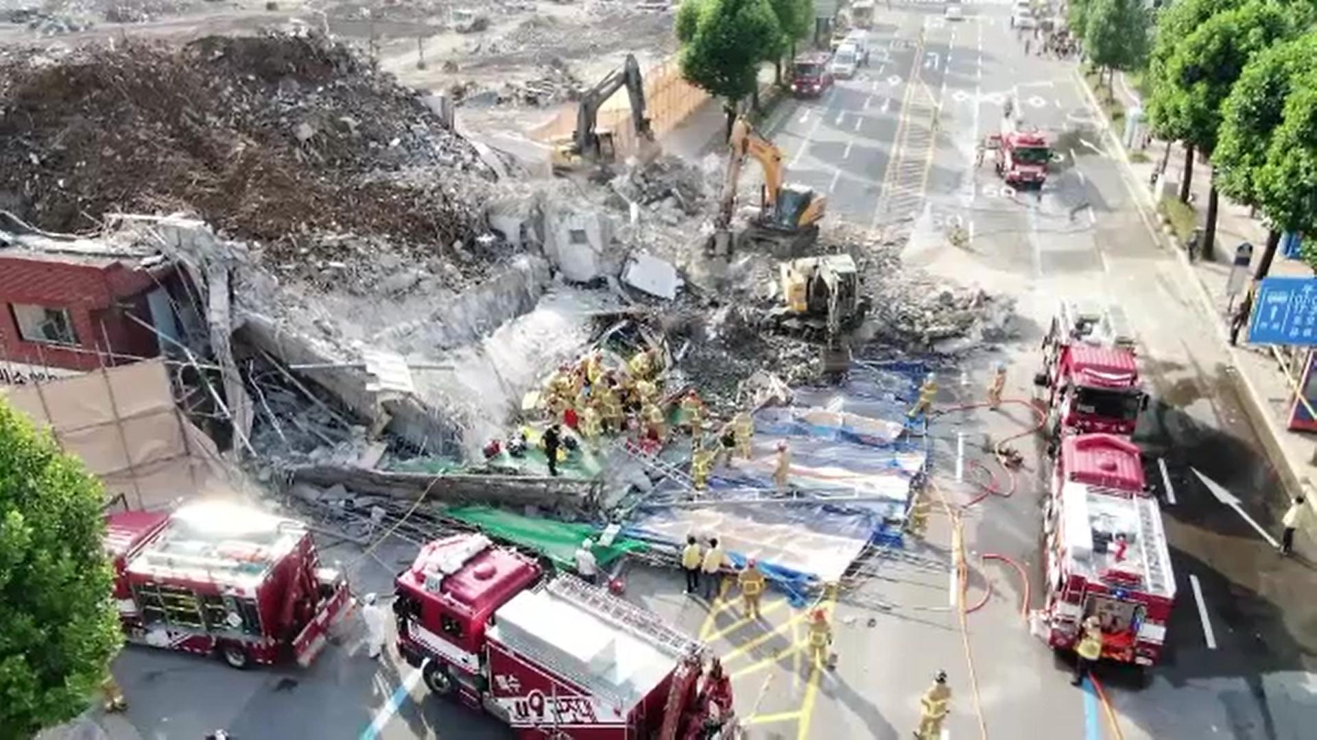 Video. O clădire cu 5 etaje s-a prăbușit peste un autobuz de pasageri, în Coreea de Sud