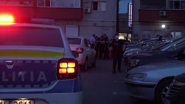 Un bărbat a murit, după ce a fost înjunghiat într-o parcare din Galați. Agresorul a aruncat cuțitul sub o mașină și a fugit
