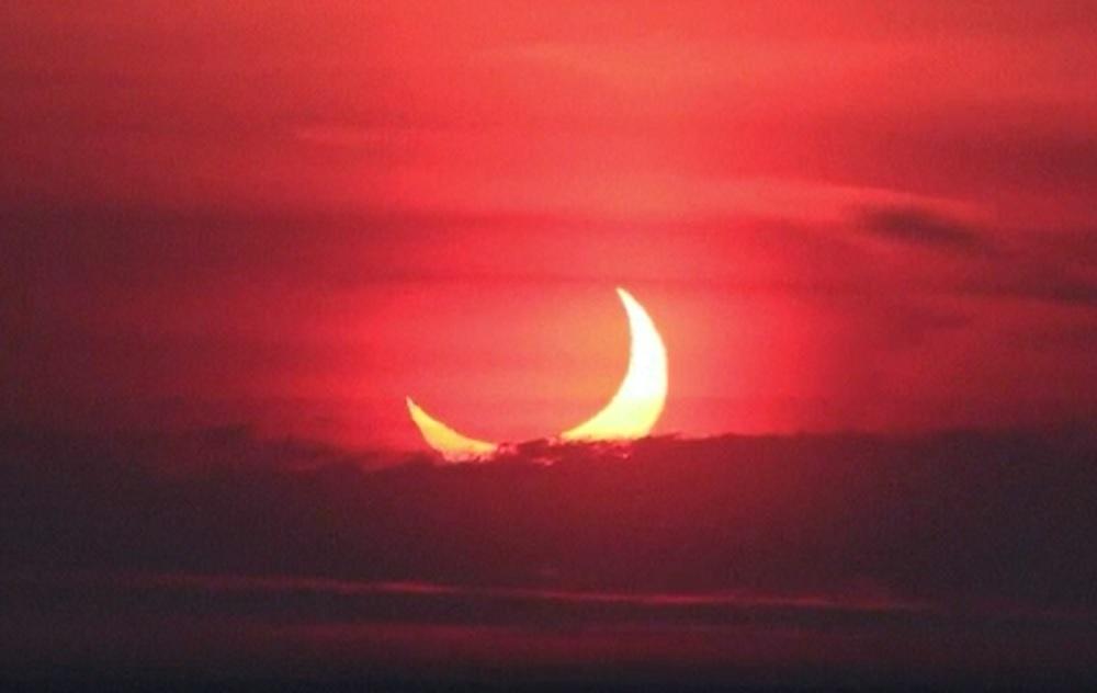 Prima eclipsă de soare din 2021 s-a văzut și în România. Imagini spectaculoase