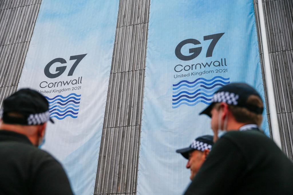 Două mașini cu obiecte pirotehnice interzise, oprite în apropierea hotelului Summitului G7. Șapte suspecți au fost reținuți