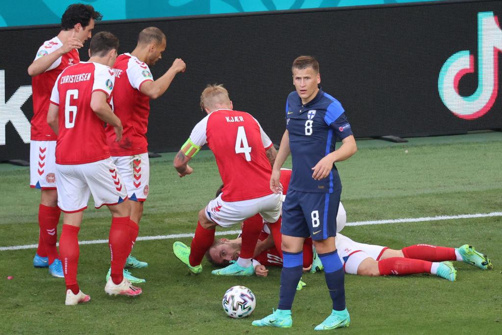 VIDEO. Momentul șocant în care fotbalistul Christian Eriksen s-a prăbuşit pe teren și a rămas inconștient