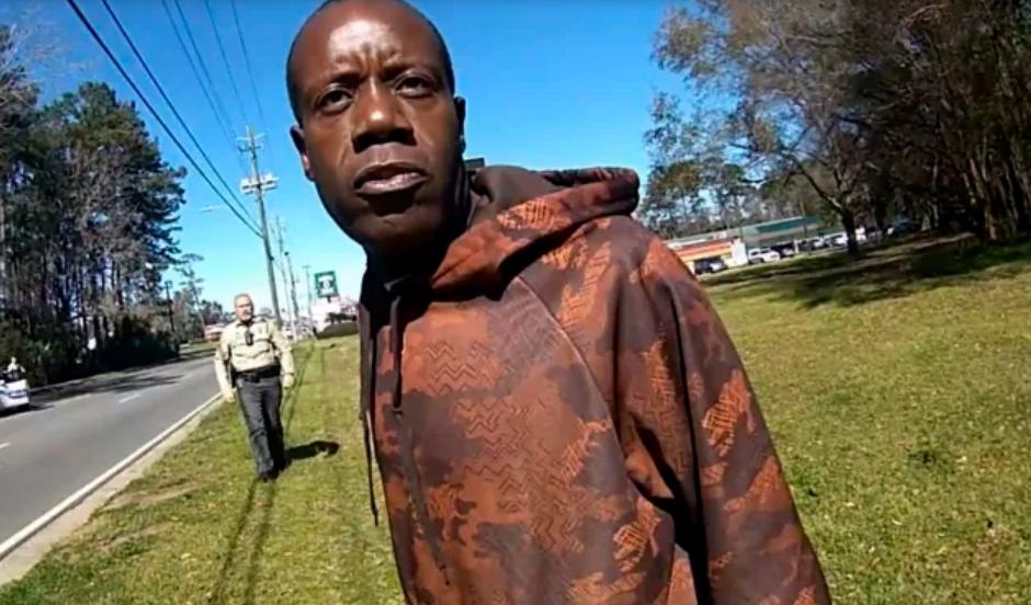 Ar putea primi 350.000 de dolari, după ce un polițist l-a confundat cu un alt bărbat