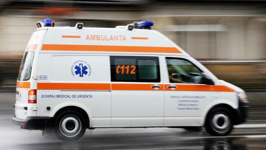 Soferiță rănită de propria mașină, după ce a uitat să tragă frâna de mână