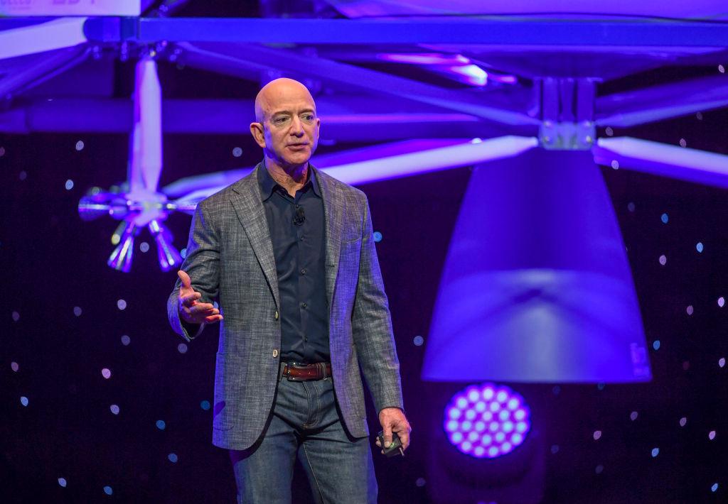 Peste 76.000 de persoane au semnat o petiţie ca Jeff Bezos să nu se mai întoarcă pe Pământ