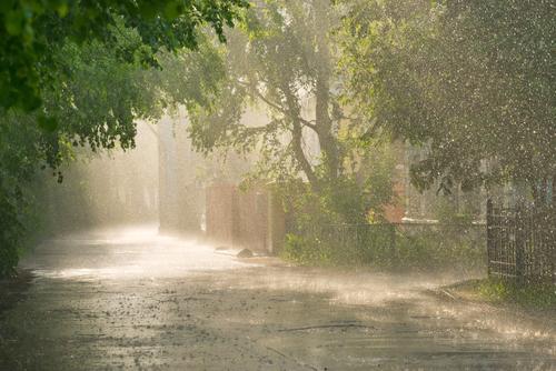 Când vom scăpa de ploi. Temperaturile vor ajunge la 32 de grade