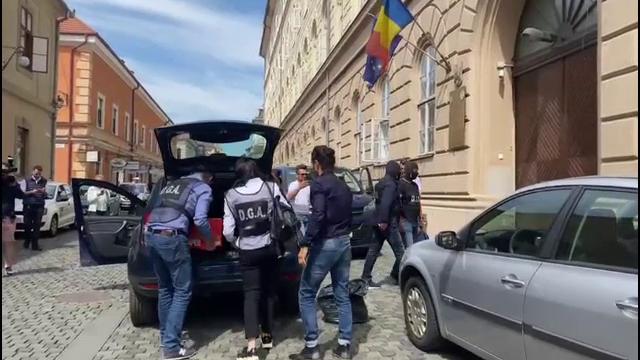 Zece polițiști de la Înmatriculări Auto Timișoara, reținuți după ce au luat șpagă de sute de ori