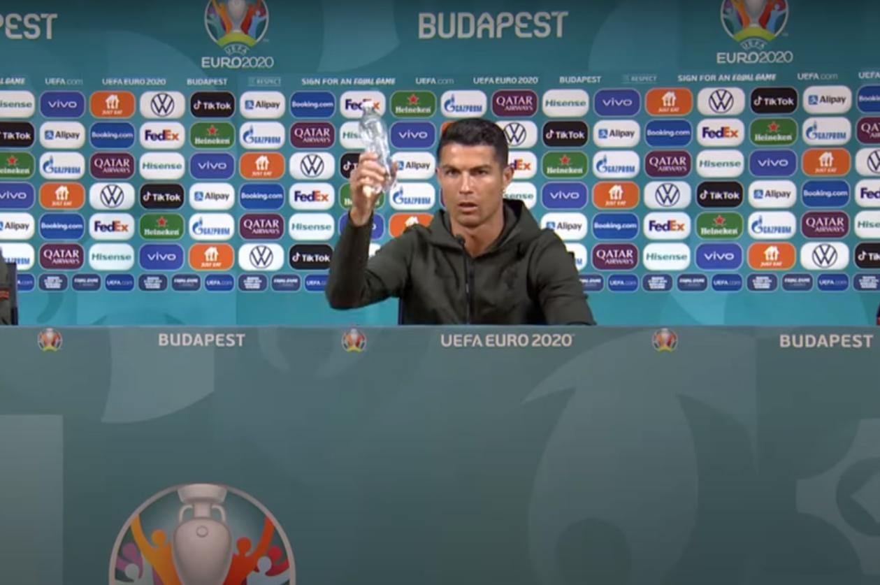 Reacția Coca Cola după ce Cristiano Ronaldo a luat sticlele de suc de pe masă și le-a recomandat oamenilor să bea apă