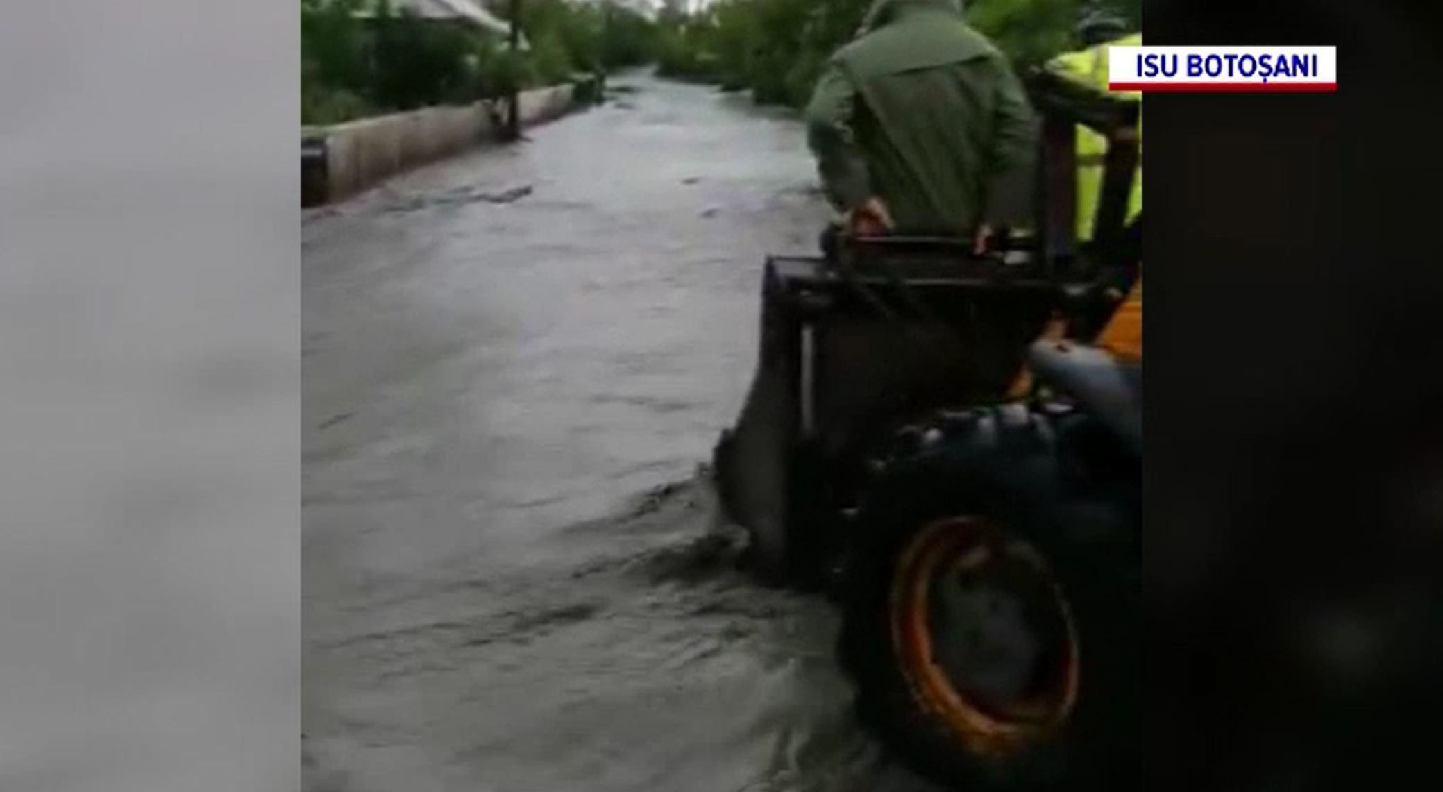 Inundațiile au făcut prăpăd în mai multe zone din țară. Un tânăr a murit în Mureș după ce a fost luat de ape