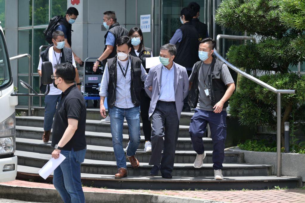 Redactorul-şef şi alţi patru directori de la ziarul pro-democraţie Apple Daily, din Hong Kong, au fost arestaţi
