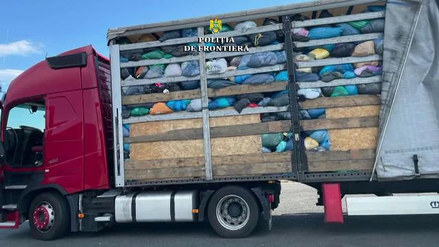 Peste 100 de tone de deșeuri, oprite de autorități, vineri, în Vama Nădlac