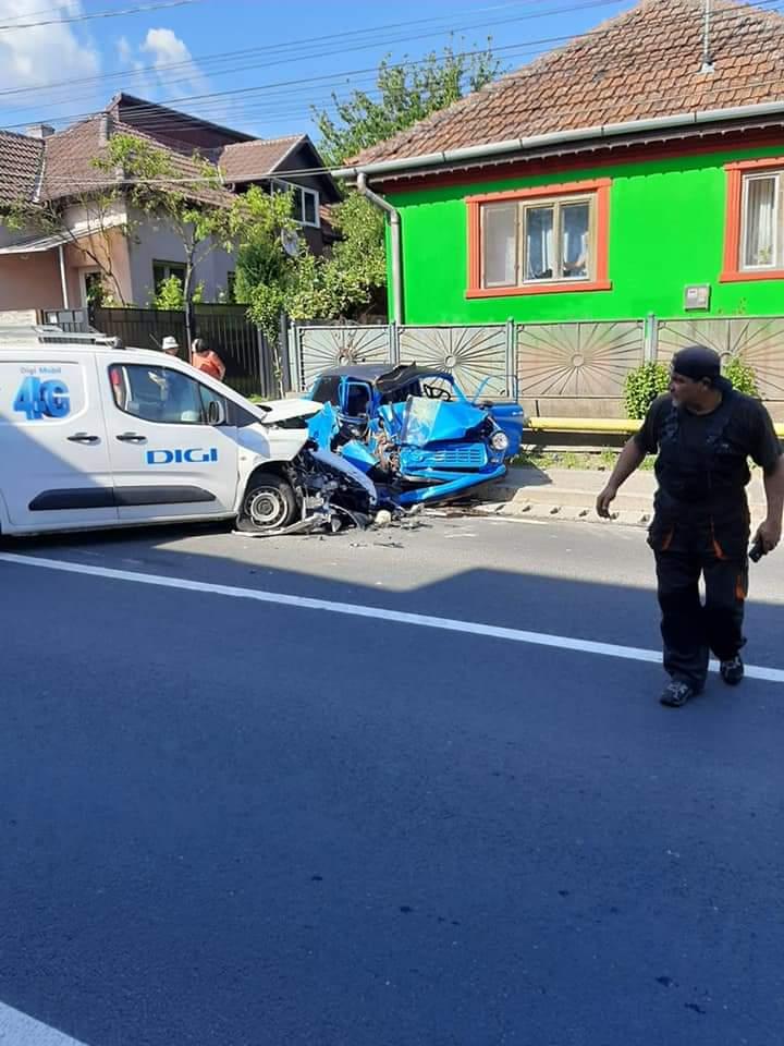 Un polițist de la Rutieră din Hunedoara a murit după ce a produs un accident la volanul unui Trabant
