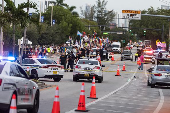 Un bărbat a intrat cu camioneta în participanții la o paradă gay în Statele Unite. Cel puțin un mort