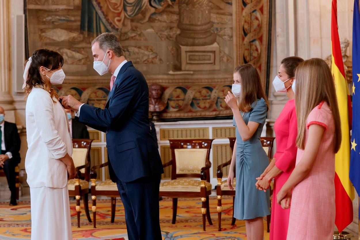 """Povestea emoționantă a româncei decorate de regele Spaniei. """"Cel mai rău a fost să văd oameni plângând pe stradă"""""""