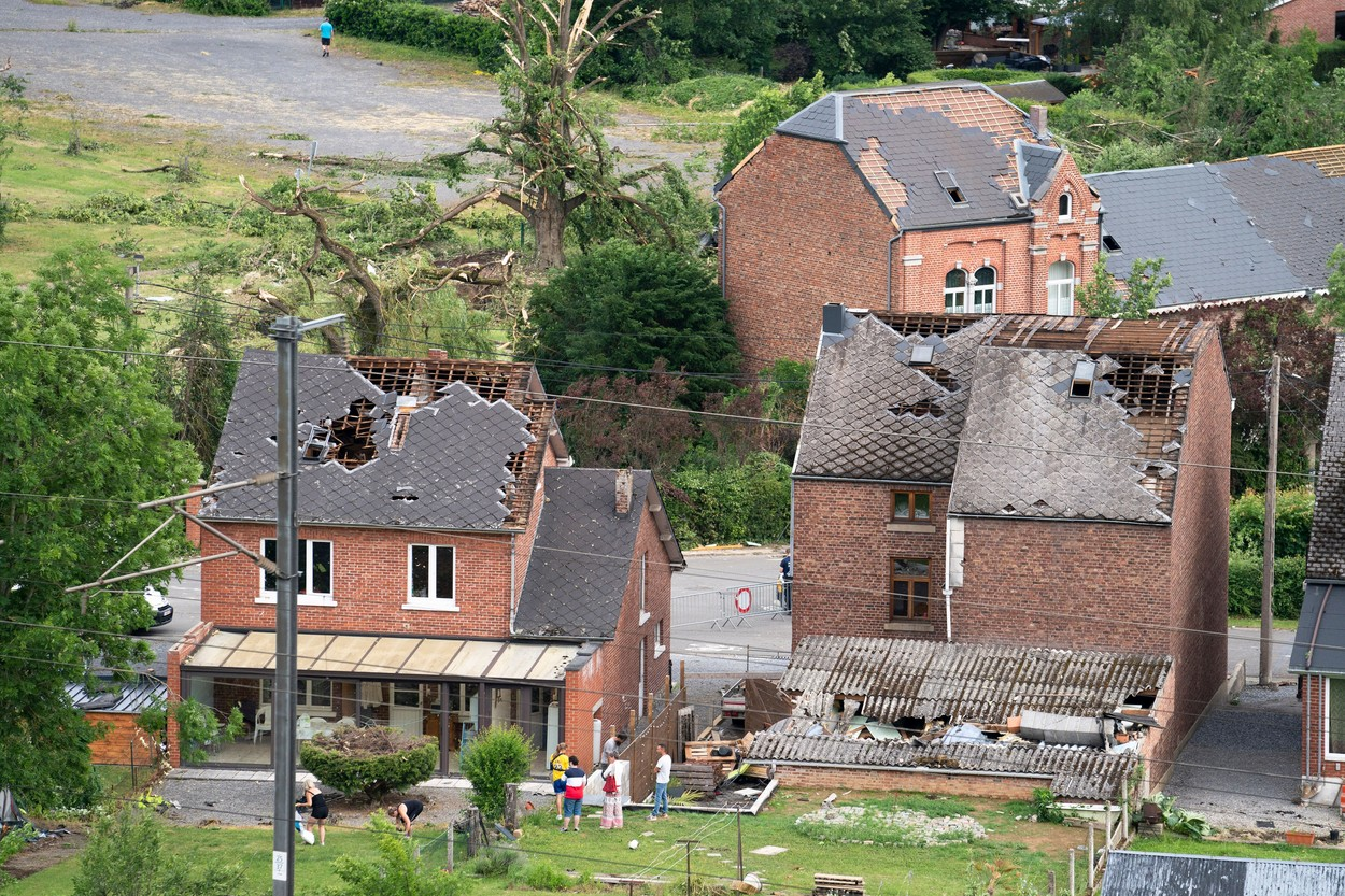 O tornadă a distrus zeci de clădiri în Belgia și a rănit 17 persoane