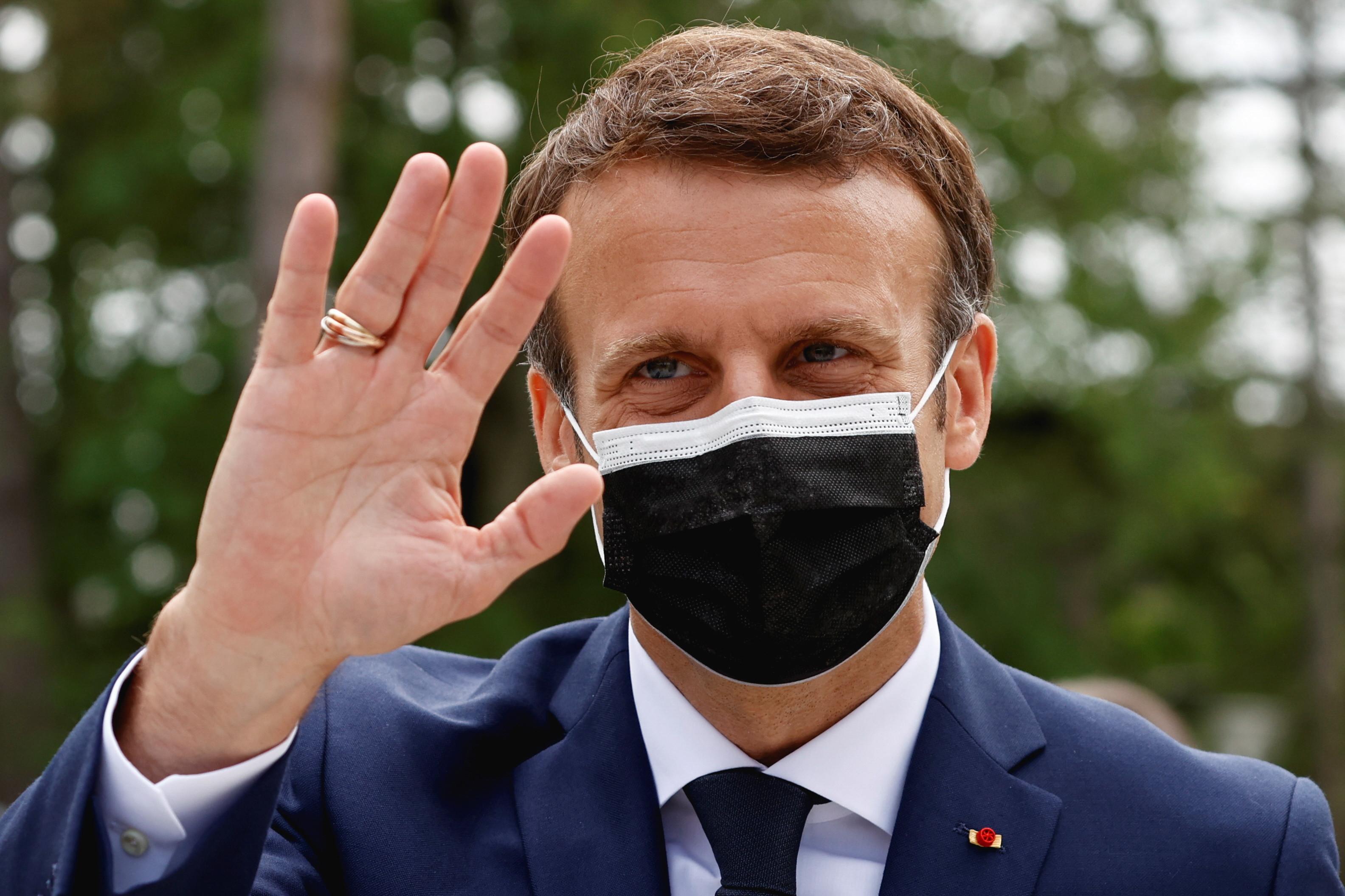 """Macron denunţă """"iresponsabilitatea"""