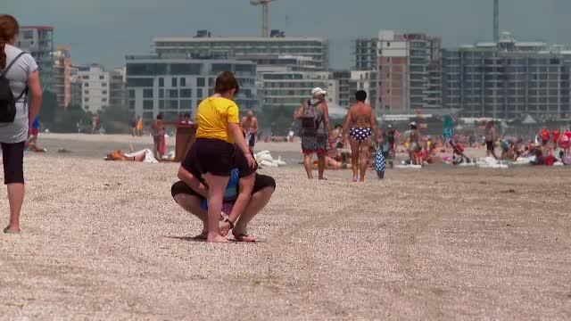 """Plaja din Mamaia a fost extinsă, dar turiștii au o mare nemulțumire acum. """"Chiar nu mă aşteptam"""""""