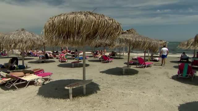 Cum s-au distrat românii în ziua de Rusalii. Unii turiști de pe litoral s-au aruncat în valurile mării