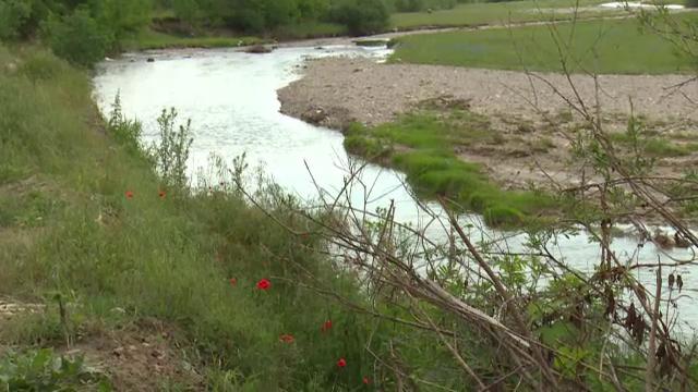 Situație revoltătoare într-un sat din Dâmbovița. Localnicii s-ar fi branșat ilegal la rețeaua de canalizare