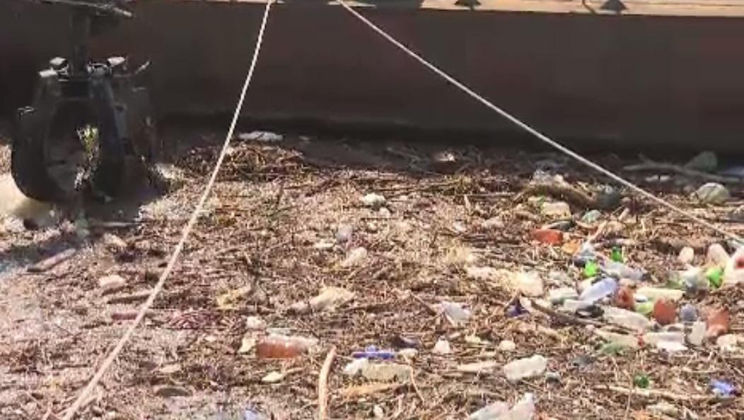 Imaginile dezastrului, după ploi: Dunărea arată ca un imens depozit de deșeuri