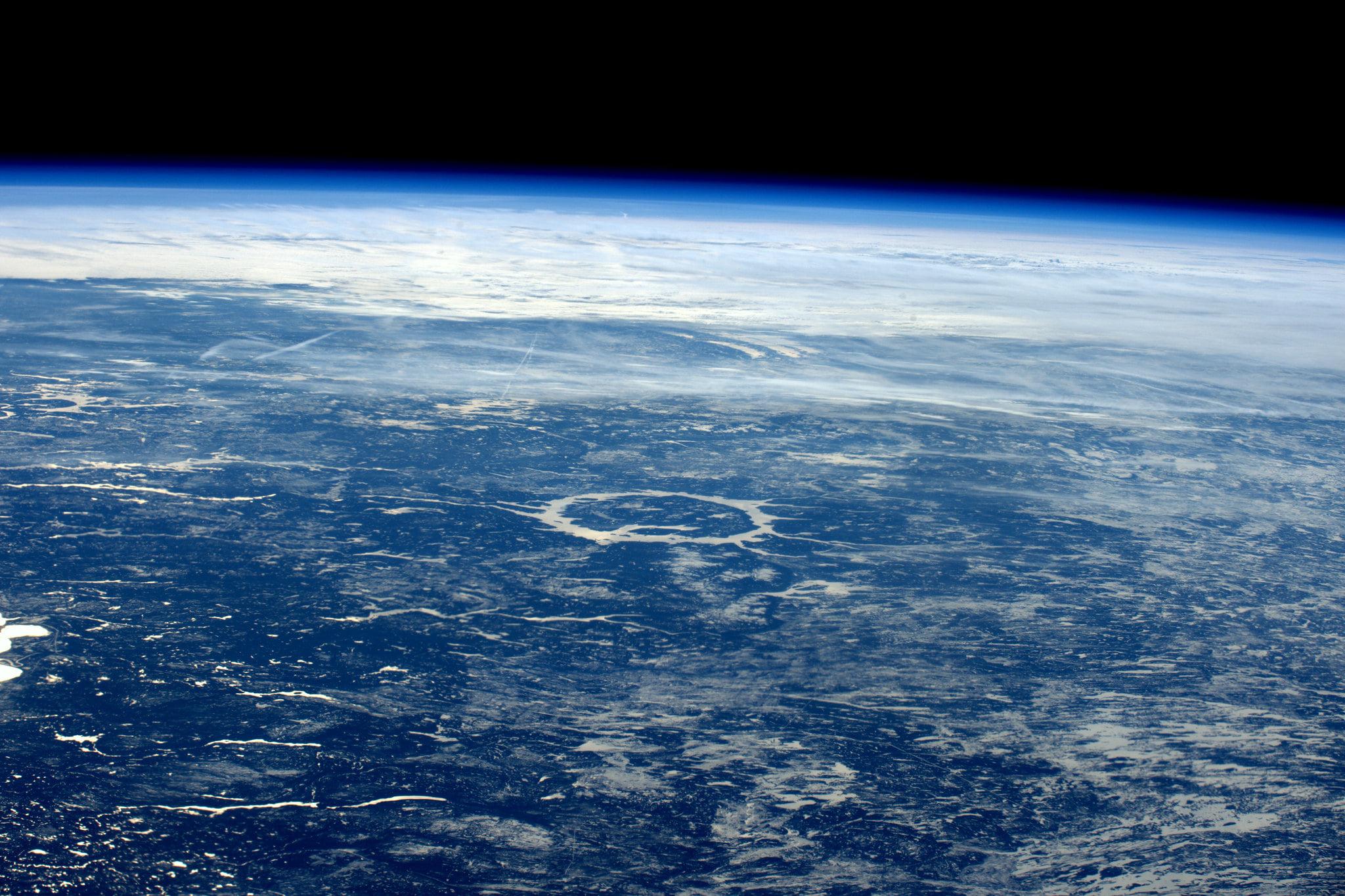 Zeci de mii de oameni s-au înscris într-o competiție pentru a merge în spațiu. Sunt și câteva sute de români