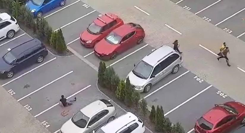 Un tânăr a fost bătut cu brutalitate într-o parcare din Brașov. VIDEO