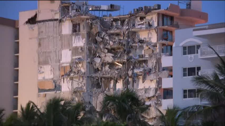 Un bloc cu 12 etaje s-a surpat, în Florida. Cel puțin o persoană a murit. VIDEO