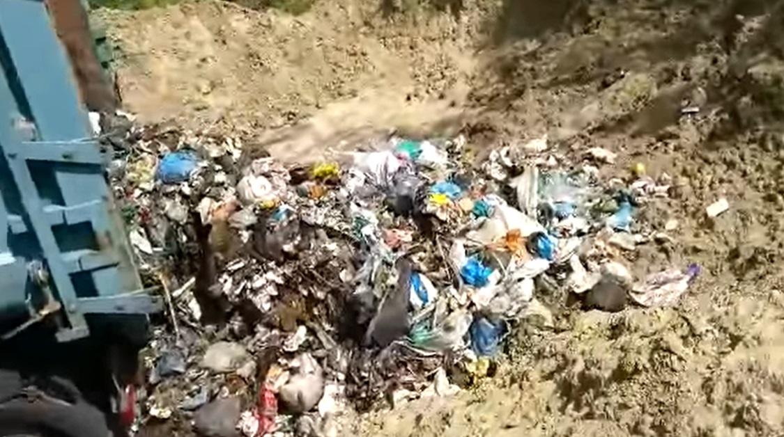 Șeful Gărzii de Mediu spune că a descoperit o groapă ilegală de deșeuri patronată chiar de către o primărie