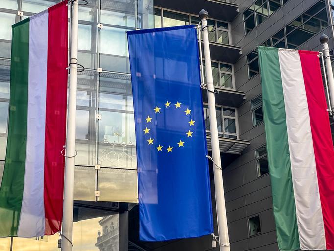 UE avertizează Ungaria privind legea anti-LGBT. Condiţionarea fondurilor UE de statul de drept nu se aplică