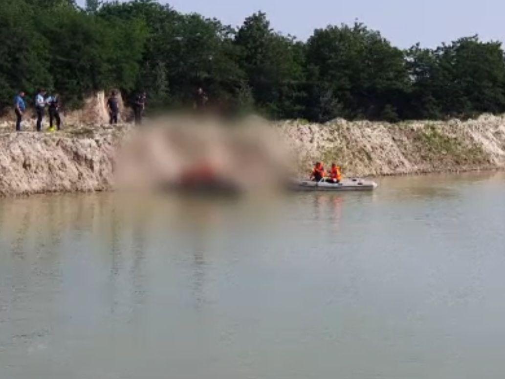 Un băiat de 14 ani s-a înecat într-o balastieră din Prahova, după ce malul s-a surpat. Ieșise de la Evaluarea Națională