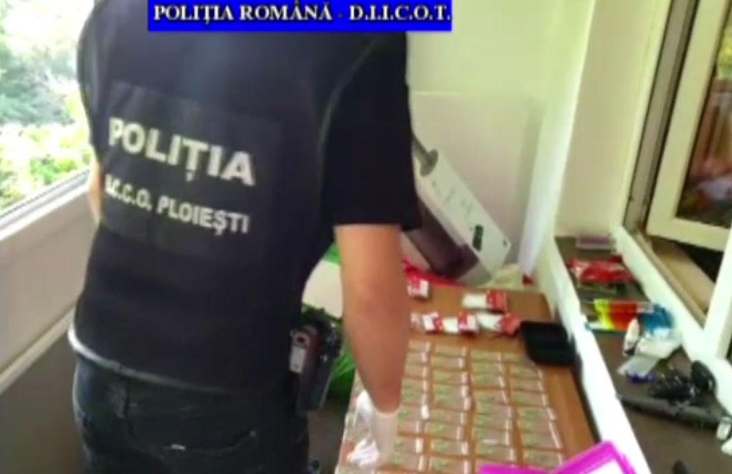 Percheziții la dealeri de droguri, în Ploiești. Rețeaua livra în trei județe
