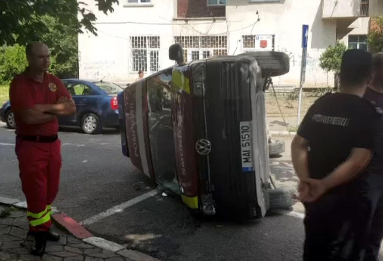 O ambulanță de la ISU Buzău, distrusă de un șofer neatent. A mai rămas una singură pentru intervenții