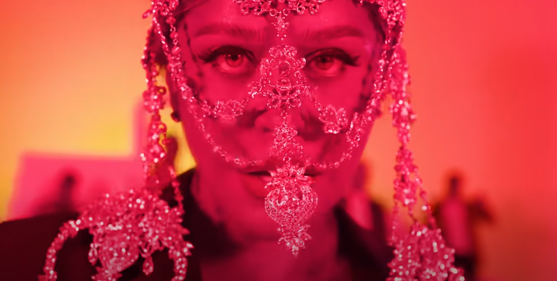Loredana a mai lansat o manea cu Vijelie, Costi și alții. Piesa este în trending pe Youtube
