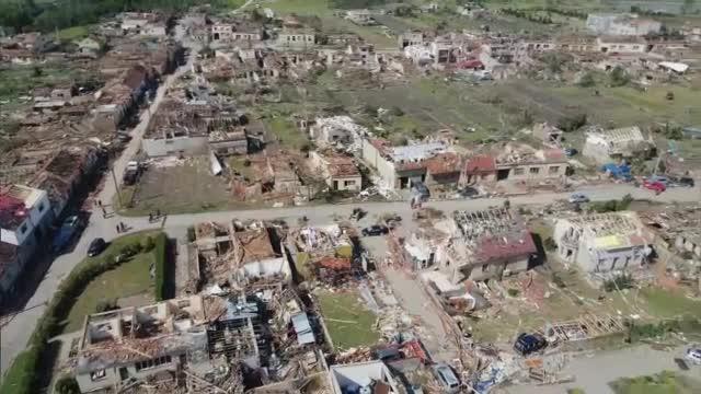 Imagini din dronă cu dezastrul lăsat în urmă de tornada din Cehia. Mărturia unui șofer de TIR român