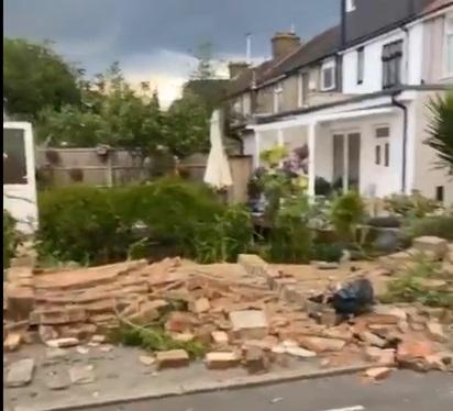 Haos în două cartiere din Londra, după un fenomen straniu. Mai multe case au fost avariate. VIDEO