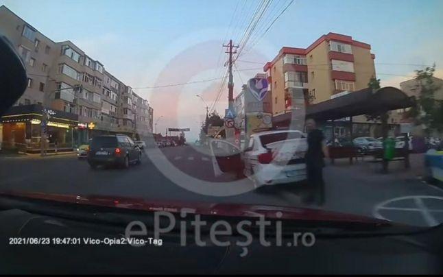 Ce a pățit un șofer din Pitești după ce i-a atenționat pe polițiști că au parcat neregulamentar. VIDEO