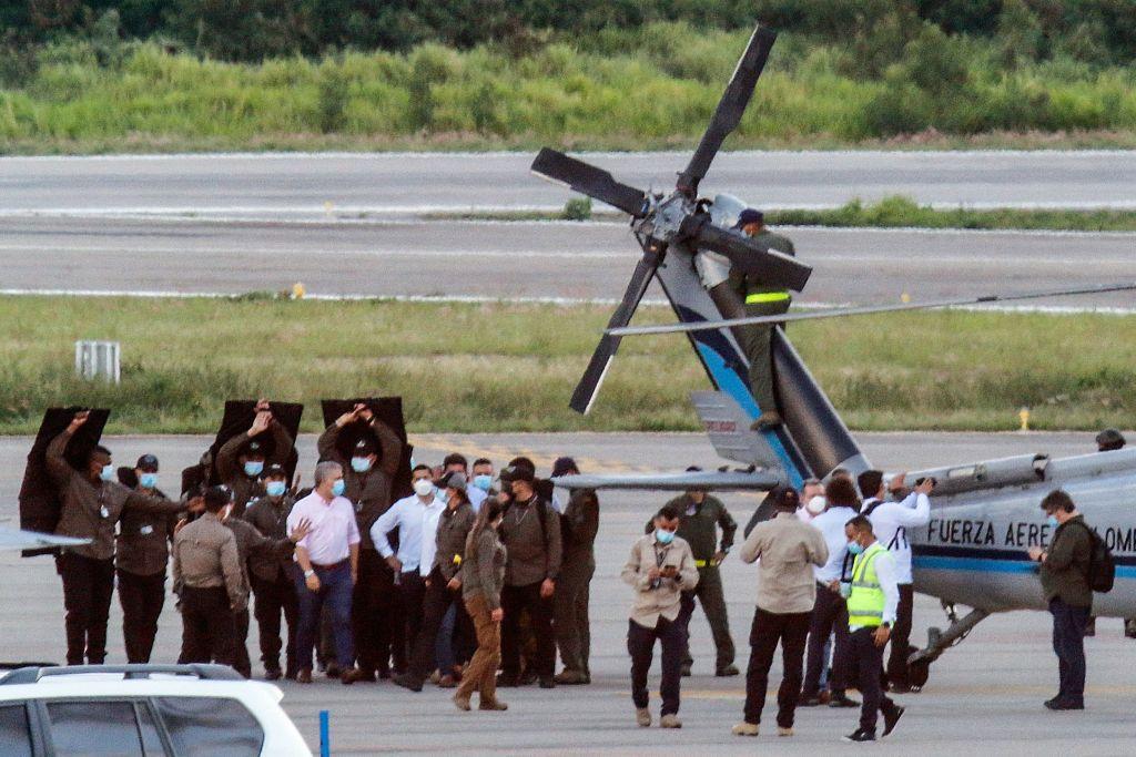 VIDEO. Elicopterul președintelui Columbiei, lovit de gloanțe în apropierea frontierei cu Venezuela