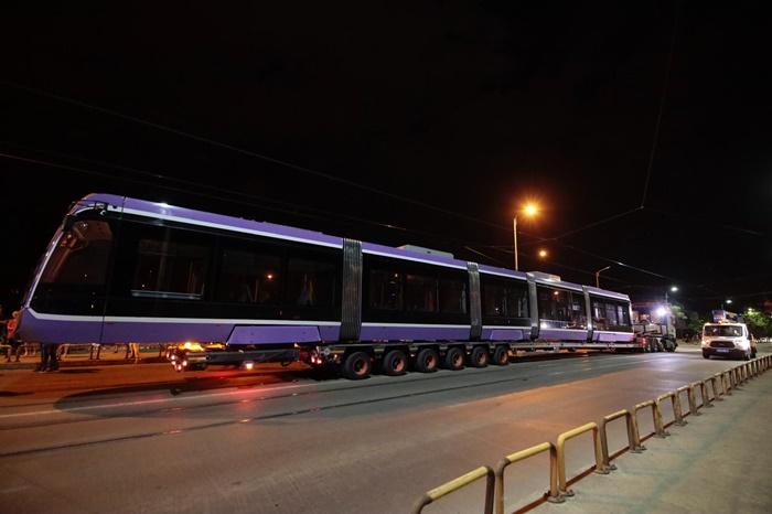 Primul tramvai nou, după 50 de ani la Timișoara, a fost pus pe șine. Costă 2,4 milioane de euro