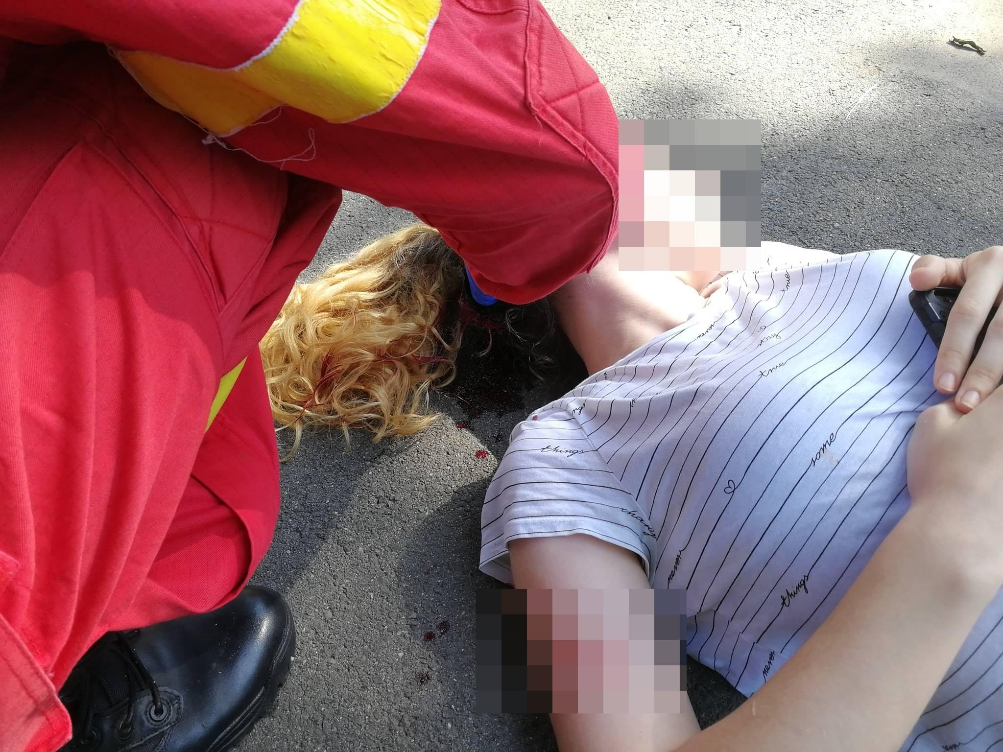 O tânără din București a fost lovită violent de o trotinetă electrică, pe trotuar
