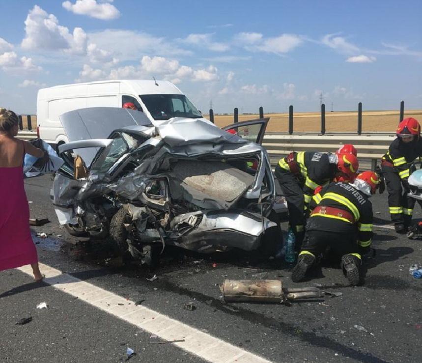O femeie a murit într-un accident rutier pe autostrada A1. A intervenit un elicopter SMURD