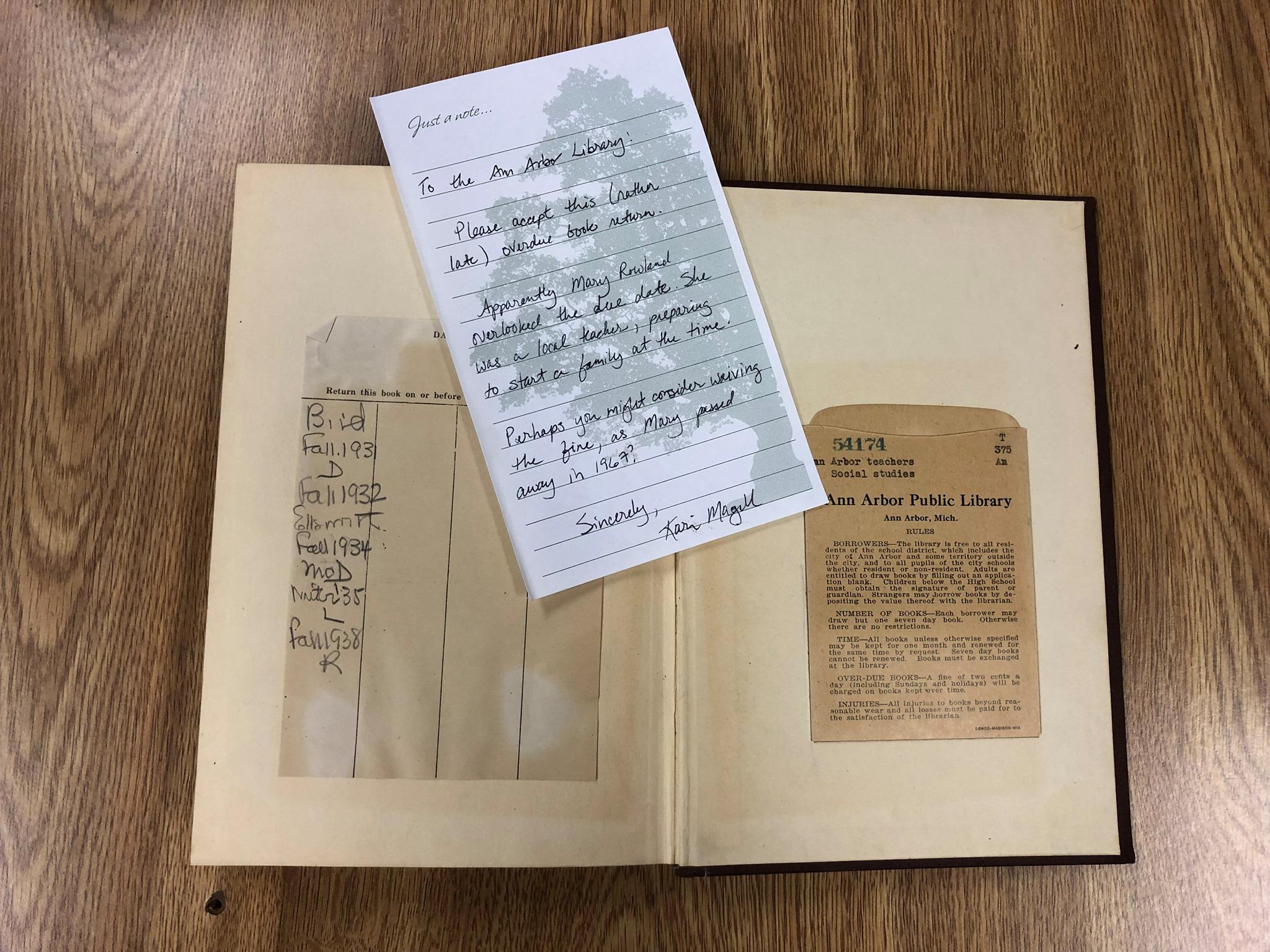 După 70 de ani, o carte a fost returnată bibliotecii. Ce s-a întâmplat