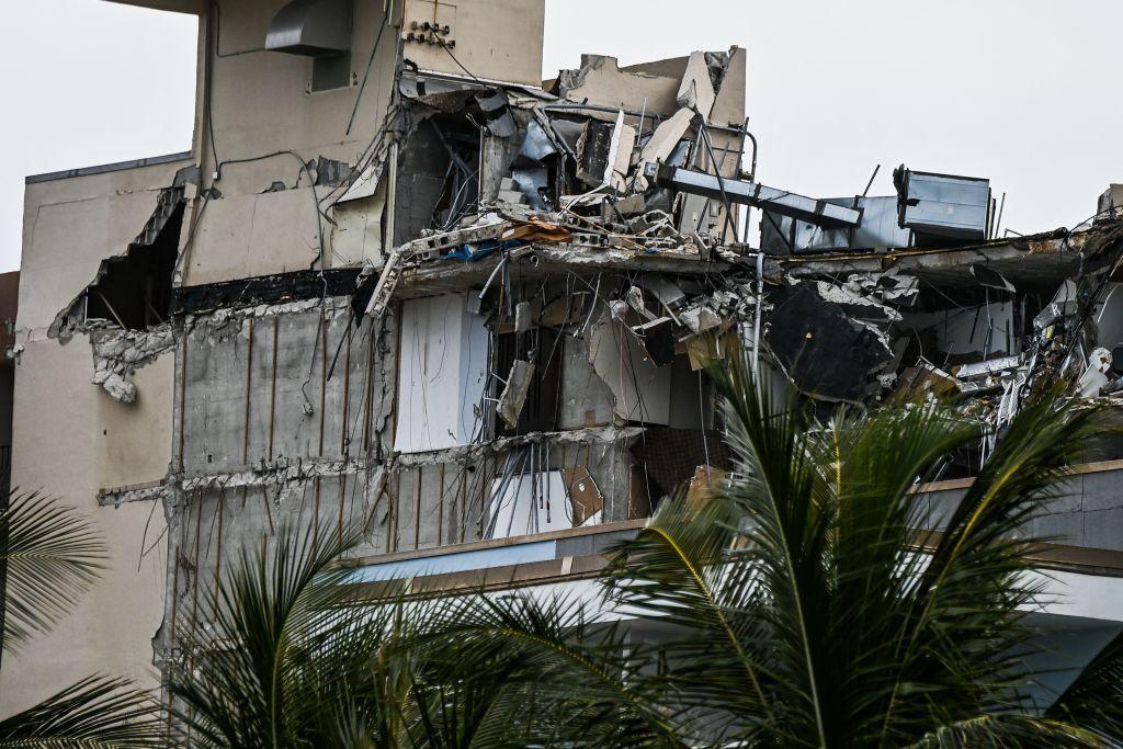 O femeie rănită a reușit să își salveze fiica de sub dărâmăturile blocului prăbușit în Miami