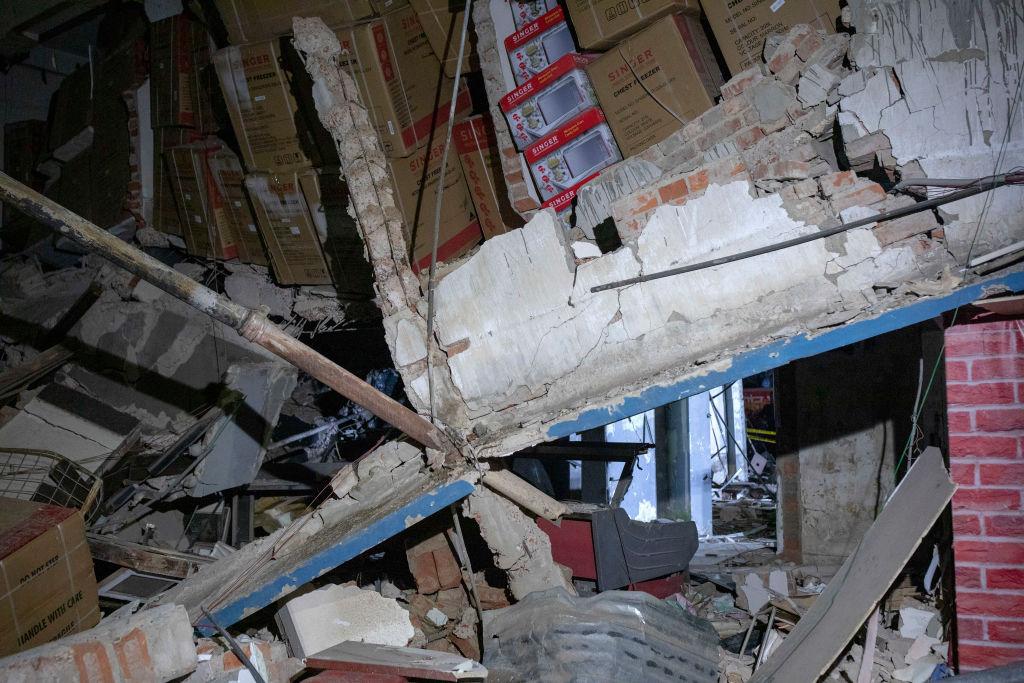 Șapte oameni au murit şi 50 au fost răniți într-o explozie de proporţii în Bangladesh. GALERIE FOTO