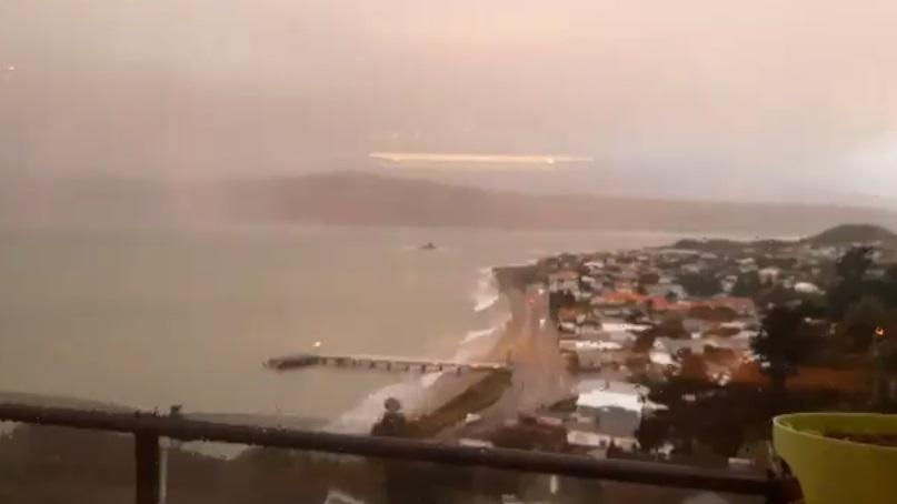 O furtună polară anulează cursele aeriene şi închide autostrăzile din Noua Zeelandă. VIDEO